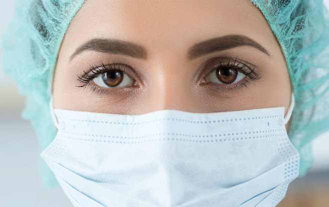 closeup_eyes_surgical_mask_over_mouth