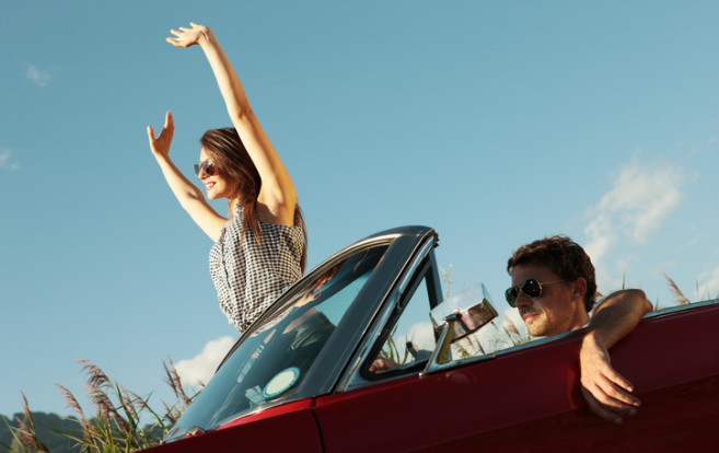 couple_enjoying_travel_summer_love_convertible_road_trip