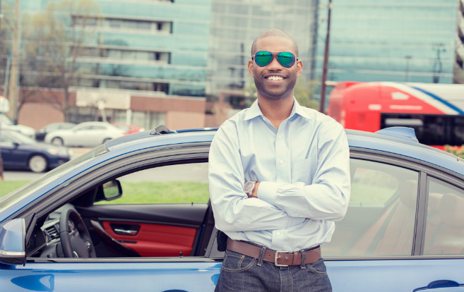 man_smiling_leaning_on_car_travel